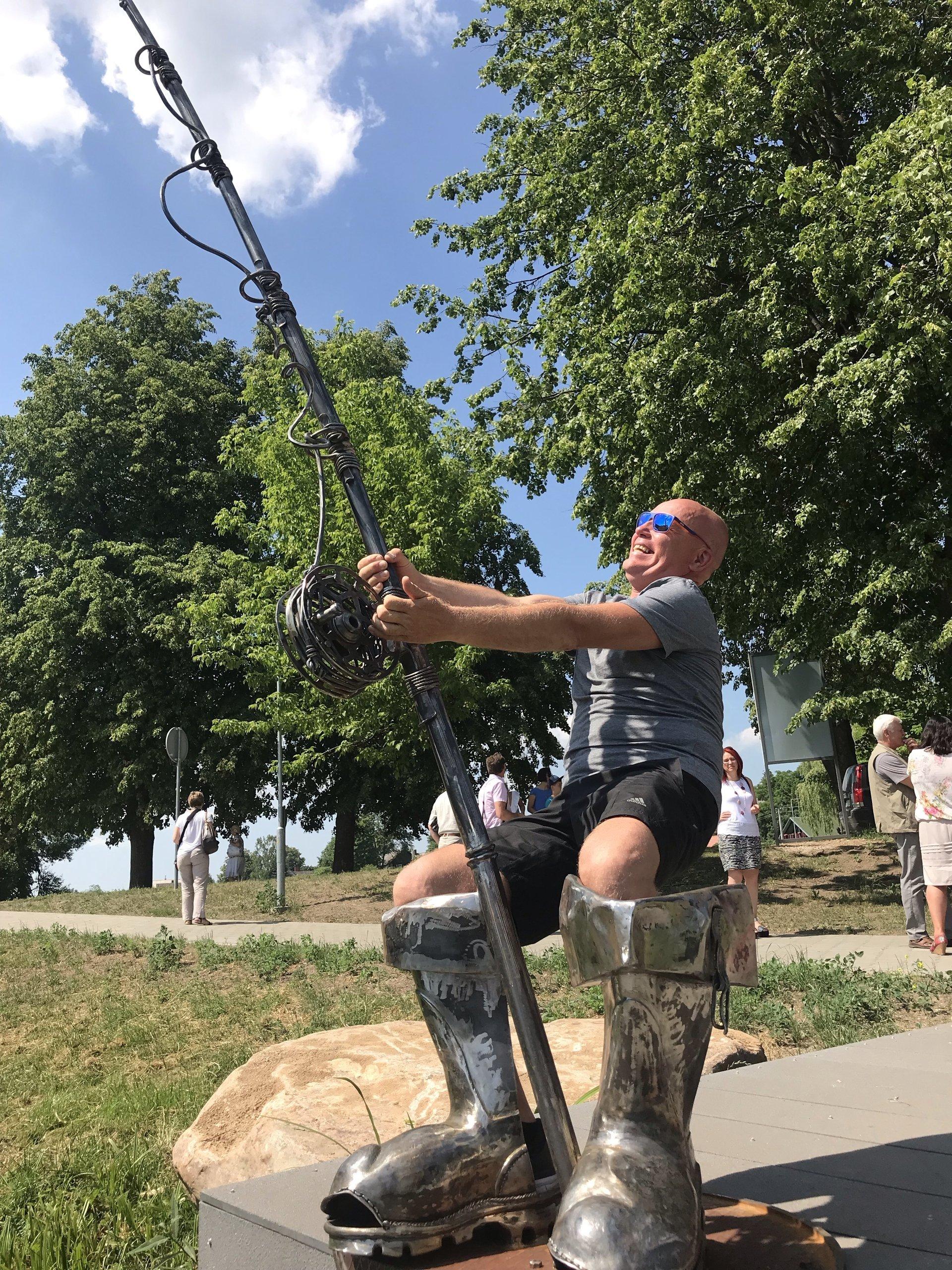 """Nauja skulptūra """"Žvejo batai su meškere""""!"""