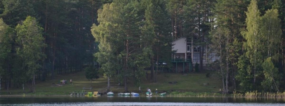 """Valčių ir vandens dviračių nuoma poilsio namuose """"Baltieji Lakajai"""""""